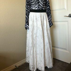 LuLaRoe | White Lace Lucy Skirt | M